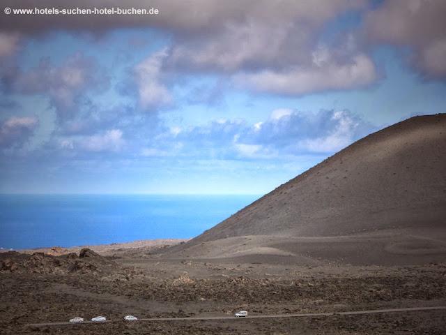 Landschaft Lanzarote mit Blick auf das Meer