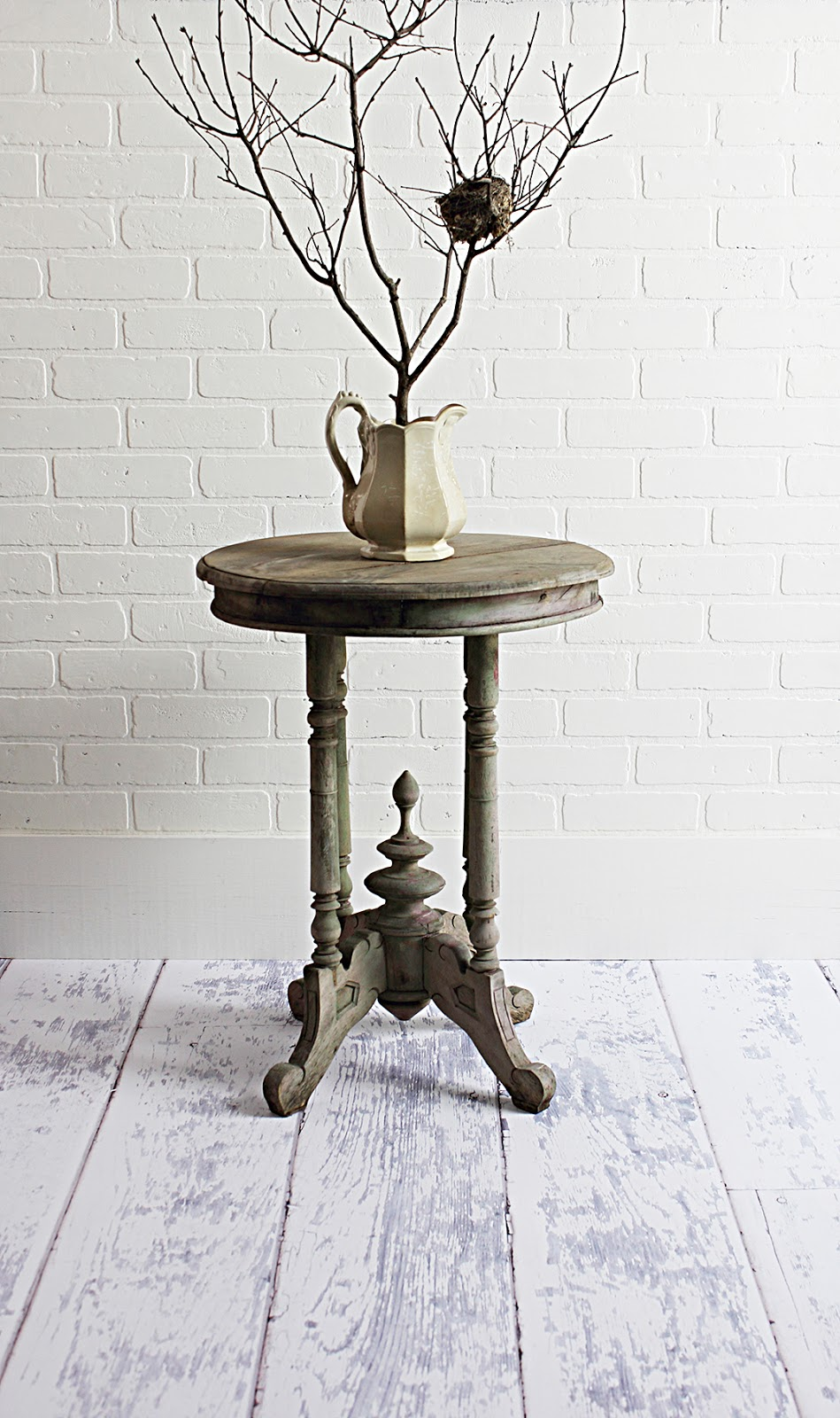 Cottage Chic Table In Old Weathered Grey Paint