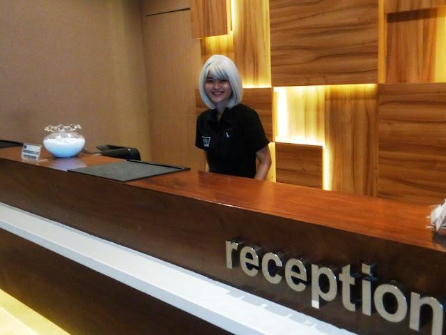 Resepsionis Cantik di Hotel Neo, Hotel di Cirebon