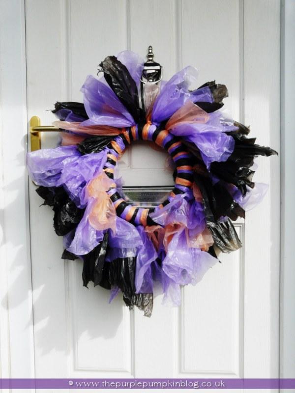 trash-bag-halloween-wreath-the-purple-pumpkin-blog (5)