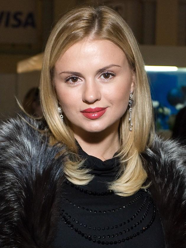 Как менялся образ Анны Семенович с 1996