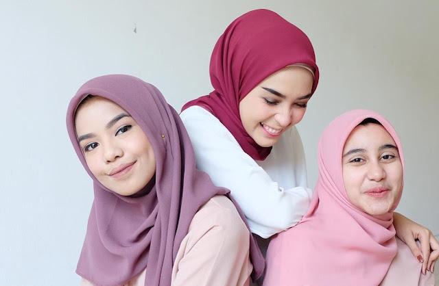 Sudah Tau Belum Kalau Warna-Warna Hijab Berikut Bisa Bikin Wajah Kalian Terlihat Lebih Cerah
