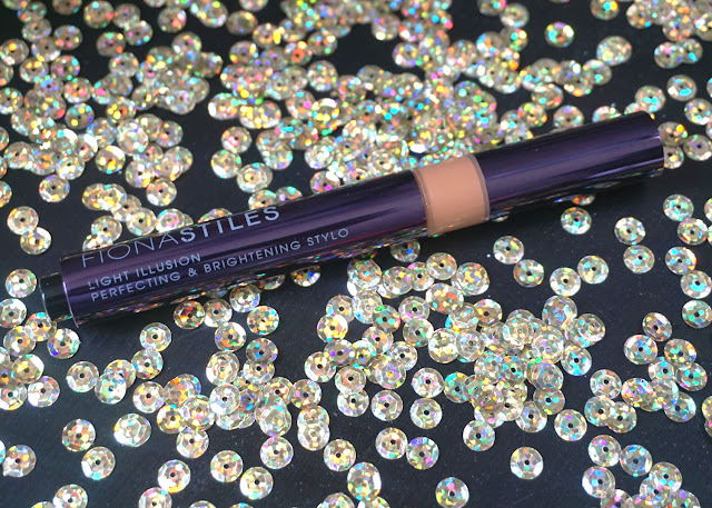 Fiona Stiles Light Illusion & Brightening Stylo | bellanoirbeauty.com