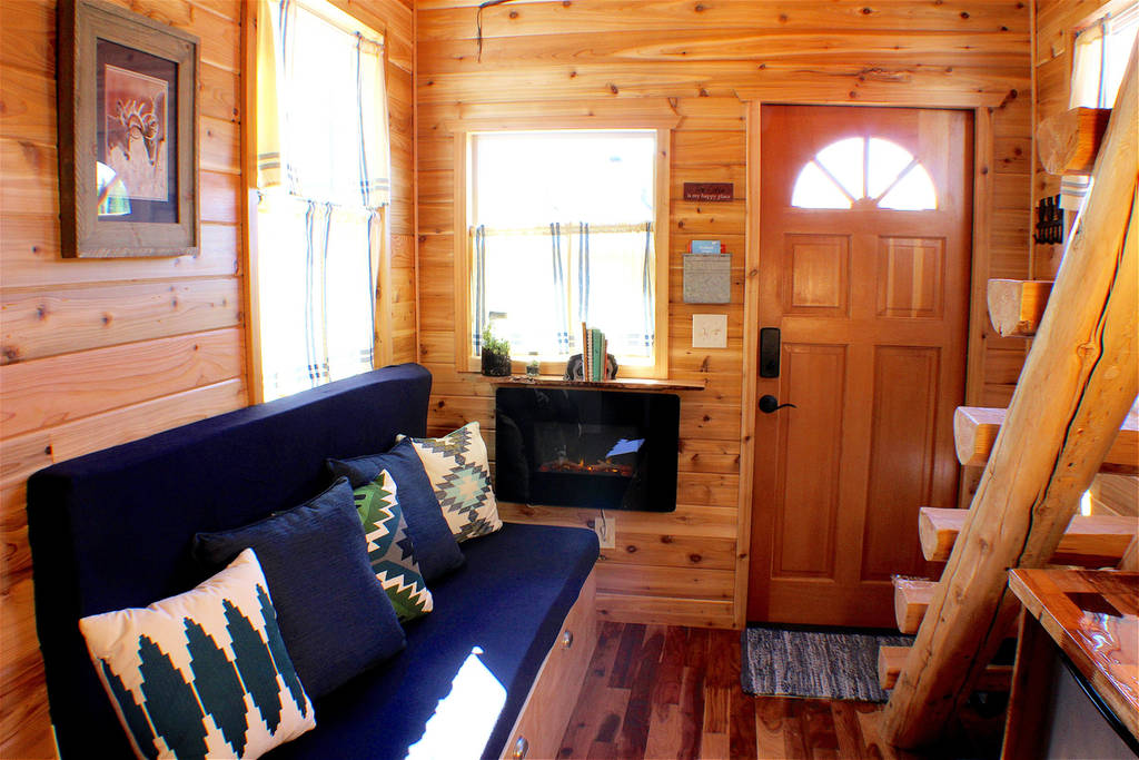 Tiny house town the cabin tiny house at the tiny digs hotel for Rent a hotel for a month