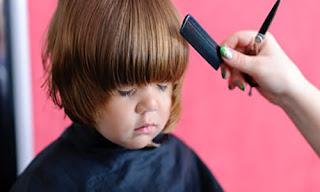 Astuces efficaces pour couper les cheveux de votre bébé facilement