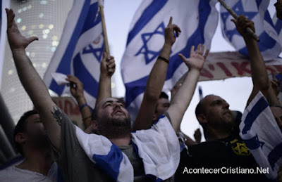 Israelíes alabando a Dios