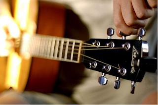 5 Aplikasi Terbaik Belajar Bermain Gitar di Android