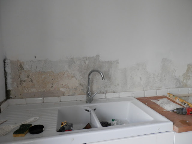 tiling a kitchen in France