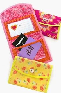 http://translate.googleusercontent.com/translate_c?depth=1&hl=es&rurl=translate.google.es&sl=ru&tl=es&u=http://www.sew4home.com/projects/storage-solutions/fold-over-gift-card-case-double-vinyl-pockets&usg=ALkJrhienrCQdGsAwFX5uNvs5wFMSpNqGA