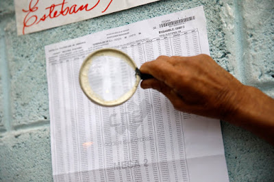 Los candidatos del Gobierno ganaron al menos 17 de las 23 gobernaciones en las elecciones regionales del domingo en Venezuela, informó la presidenta del Consejo Nacional Electoral (CNE), Tibisay Lucena.