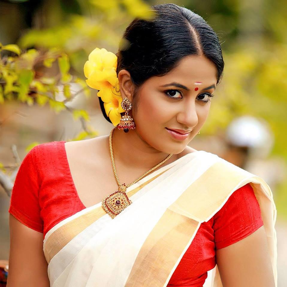 Free Old Malayalam Sexy Actress Stills 54
