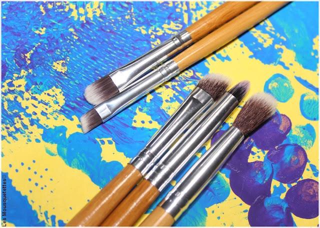 Bon plan pinceaux maquillage pour les yeux, sourcils et lèvres - Blog beauté Les Mousquetettes©