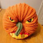 http://translate.googleusercontent.com/translate_c?depth=2&hl=es&rurl=translate.google.com&sl=en&sp=nmt4&tl=es&u=http://crochetparfait.blogspot.com.es/2015/09/scary-halloween-pumpkin.html&usg=ALkJrhiSw5C-SE9n6YqxlrURqqiOWi4kmQ