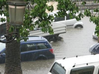 Lakukan Ini Jika Mobil Anda Menghadapi Banjir