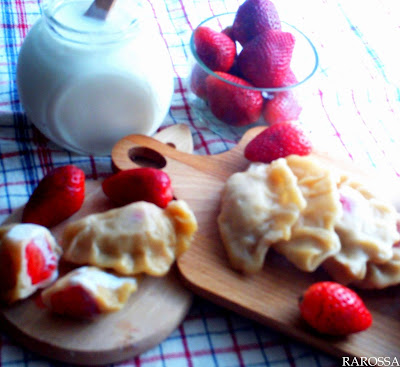Pierogi-z-truskawkami