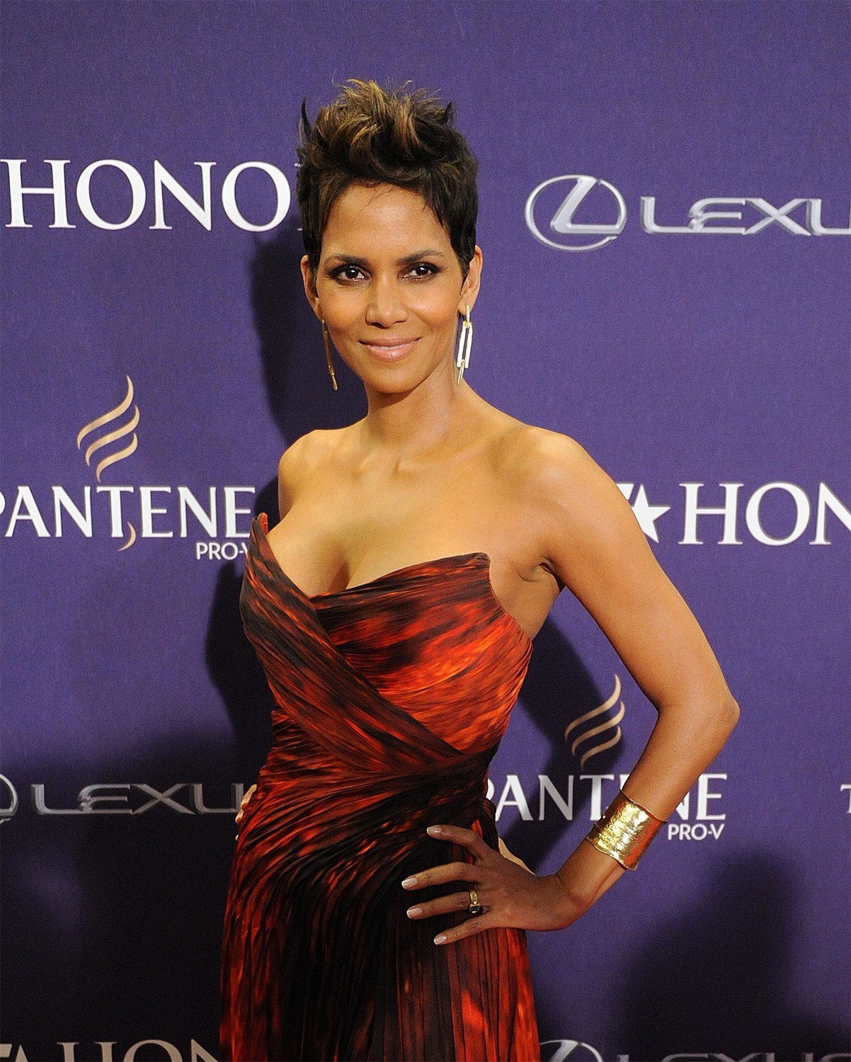 Halle Berry Hollywood Star Profile And Hot Fresh Photos