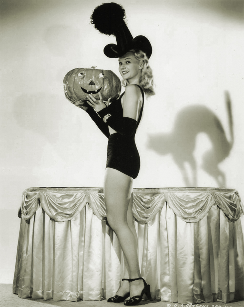 See How Hollywood Starlets Dressed Up For Halloween In The 1940s Vintage Everyday