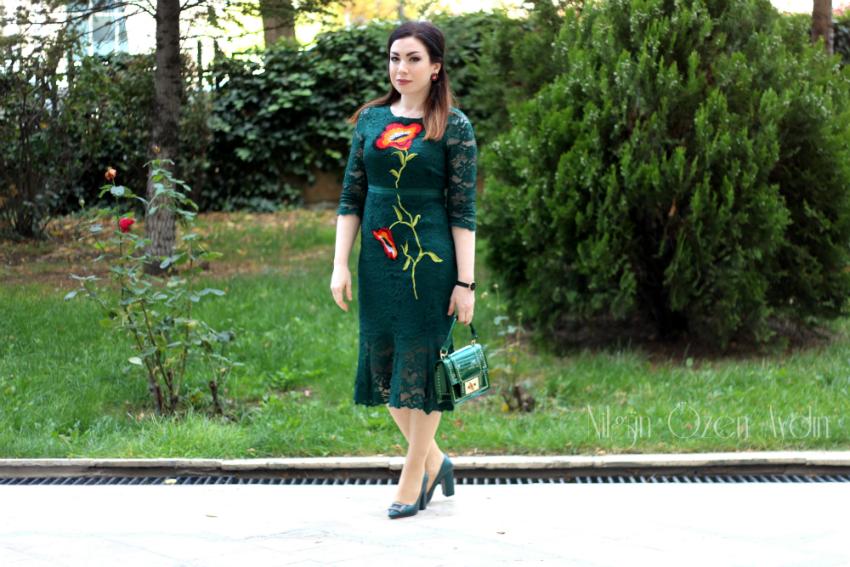 Zümrüt Yeşili Dantel Elbise ve Tokalı Stiletto