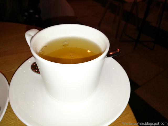 zielona herbata w kawiarni odette
