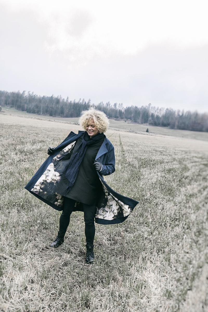 Ewa i Walla, Wynnelis, takki, jacket, naisten muoti, muoti, fashion, ladie´s fashion, jacka, talvitakki, Frida Steiner, valokuvaaja, Visualaddict, talvi, winter, sininen