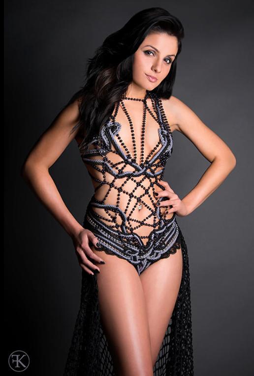 Moda erótica con cuerdas y bondage