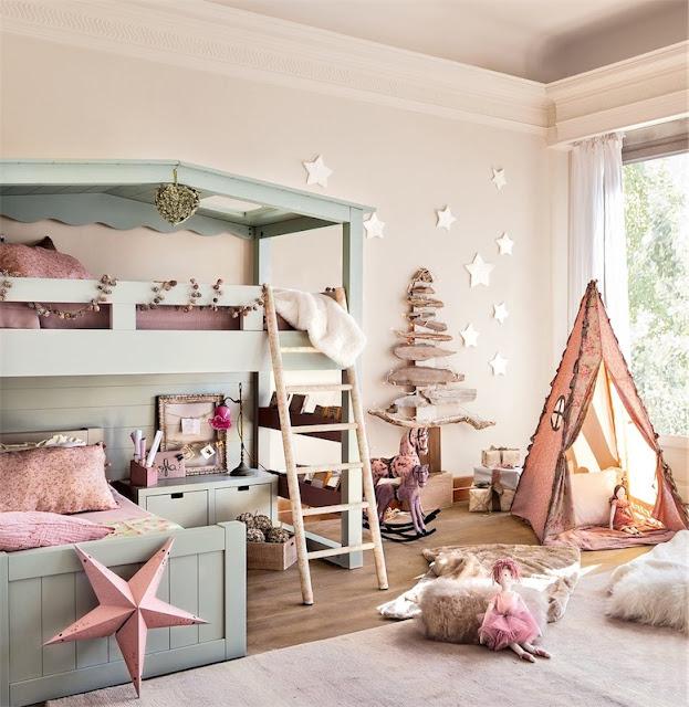 dormitorio con litera en forma de casa y tipi de tela chicanddeco