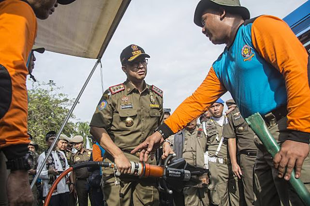 Waduh...!!! Anies Tak Masalah Taman di Monas Di Rusak Usai Pesta Tahun Baru