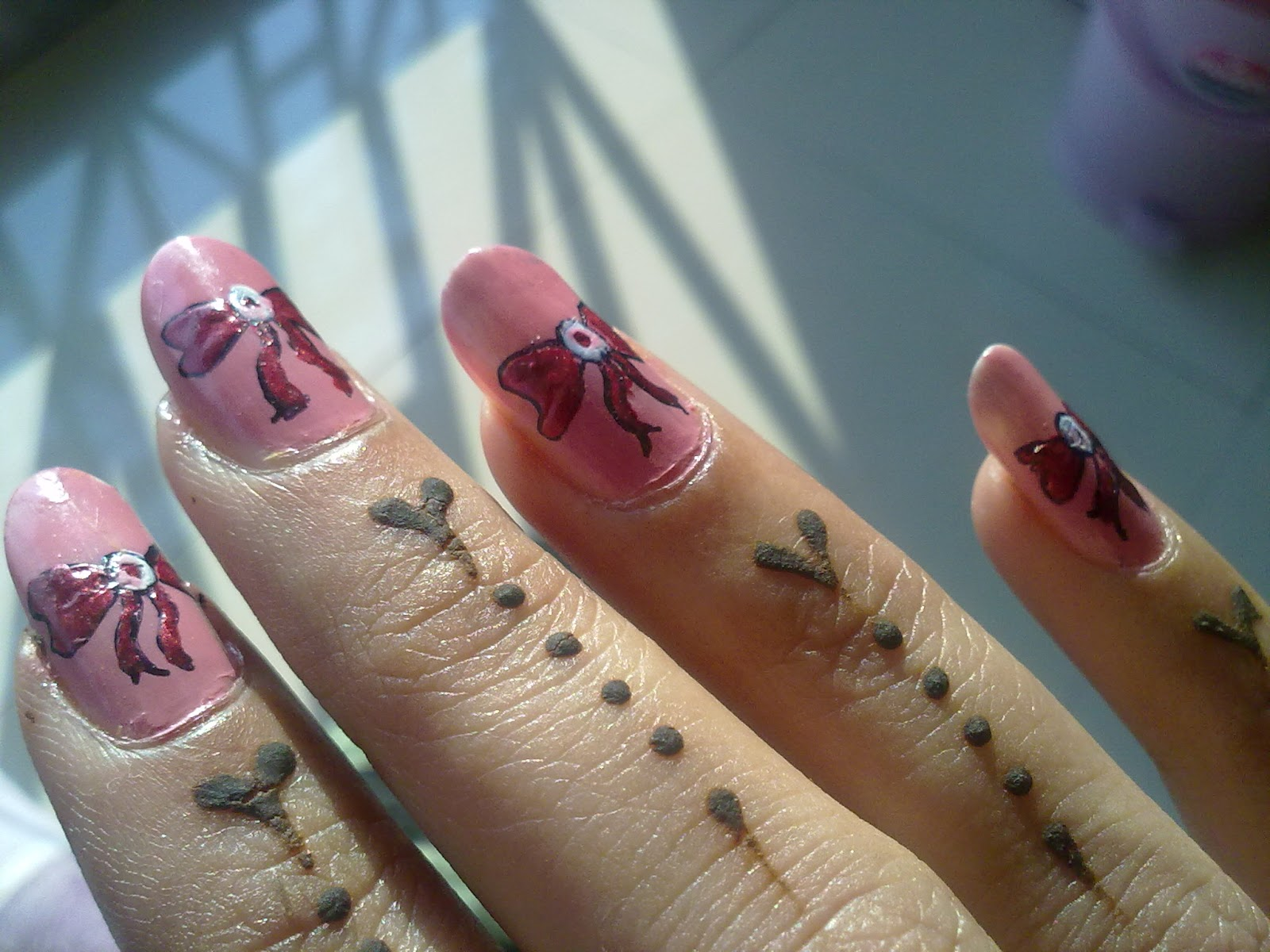 Nail art: 6 different nail art designs
