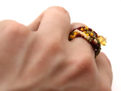 купить эксклюзивные украшения из бисера кольцо яркий аксессуар