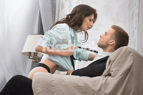 How to Seduce Women on Bed in Hindi