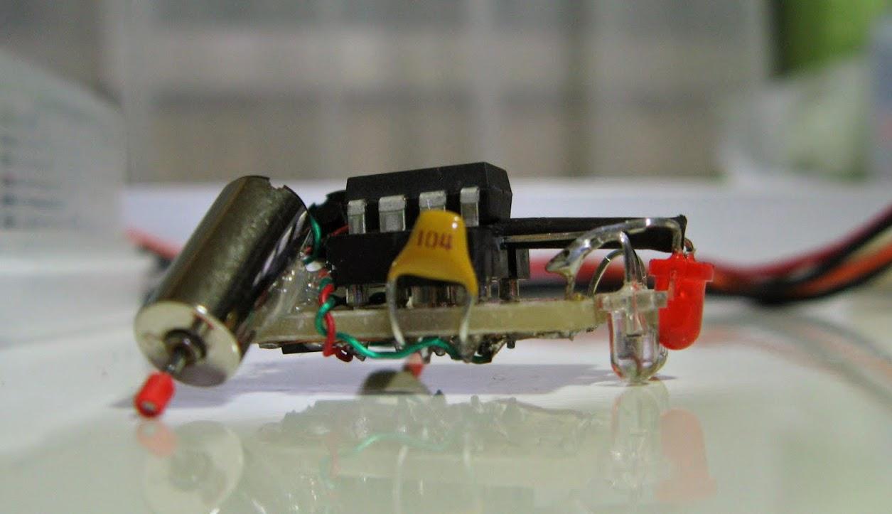 Pequeno robô seguidor de trilha / linha