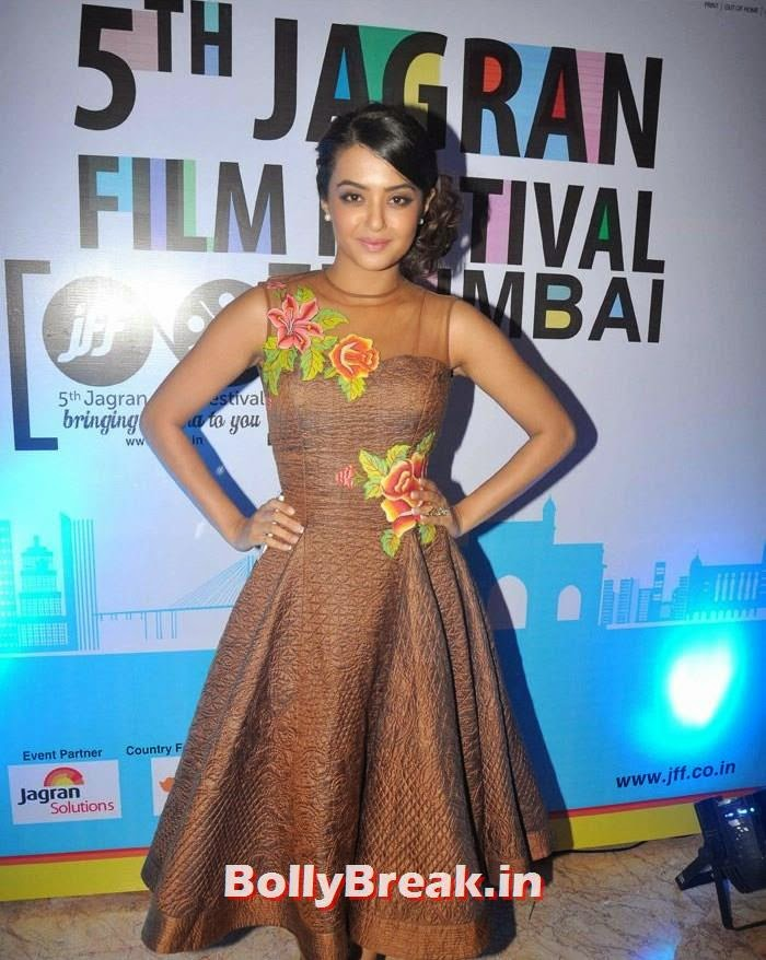 Surveen Chawla, 5th Jagran Film Festival Red Carpet Pics