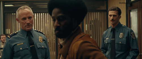 BlacKkKlansman.2018.720p.BluRay.LATiNO.ENG.DD5.1.x264-DON.mkv_snapshot_01.27.56.png