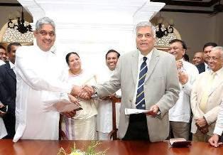 Sarath Fonseka joins UNP