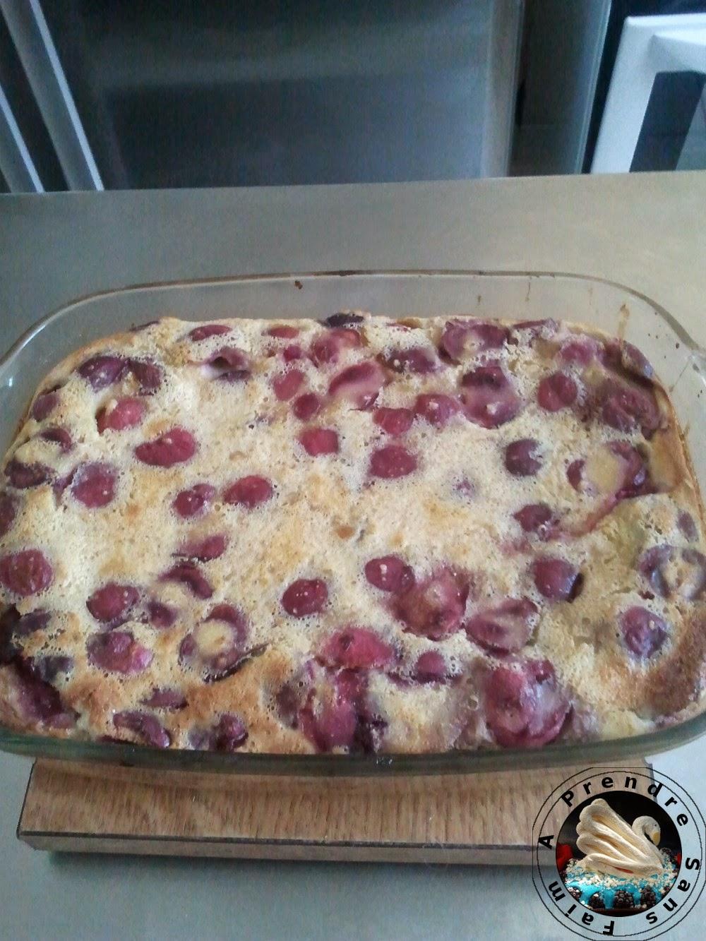 Clafoutis diététique aux cerises, lait de soja et amande