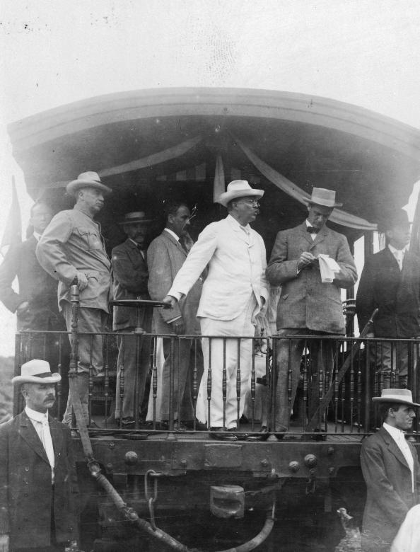 db45d99d6a8fa Theodore Roosevelt vistiendo un Panamá en las obras del Canal en Noviembre  1906.