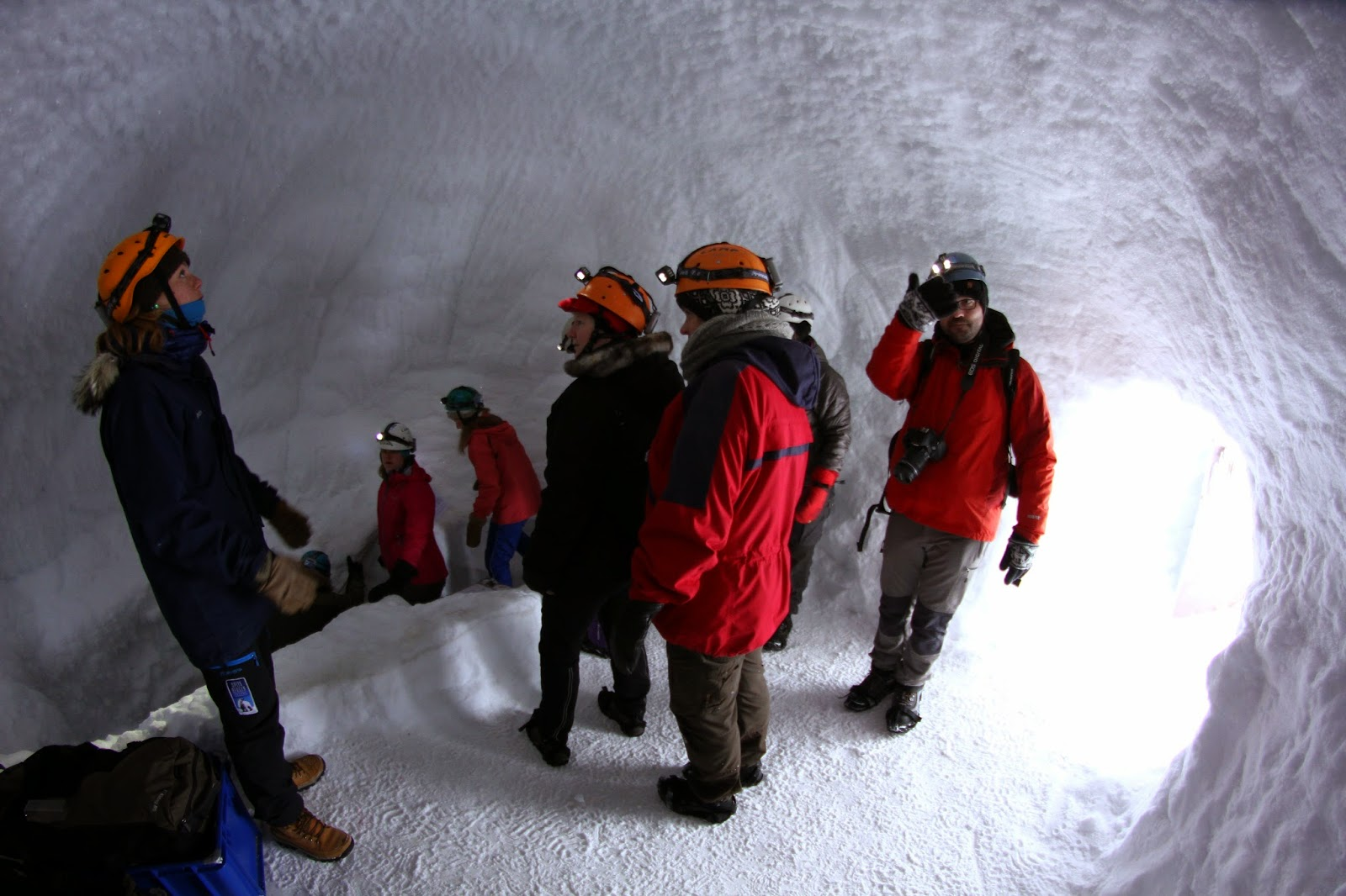 Exploração das GRUTAS DE GELO do GLACIAR LONGYEAR em Svalbard | Noruega