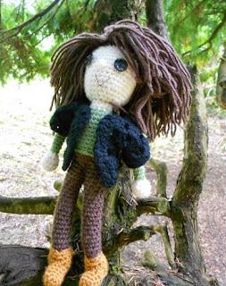 http://translate.googleusercontent.com/translate_c?depth=1&hl=es&rurl=translate.google.es&sl=auto&tl=es&u=http://cogaroocrafts.wordpress.com/2014/07/04/amigurumi-katniss-free-crochet-pattern/&usg=ALkJrhhw3l0bZ0aSDUQ96fNV5j-mcmszlA