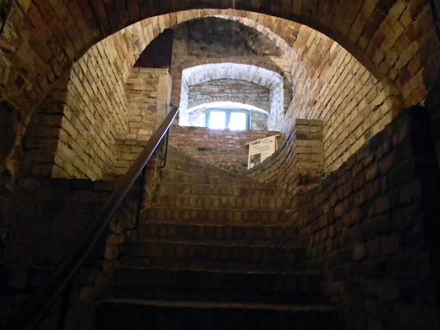 Piwnice zamku w Kożuchowie kryją swoje tajemnice.