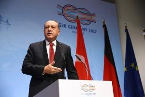 Της συνωμοσίας… το κάγκελο γίνεται στην Τουρκία του Ερντογάν