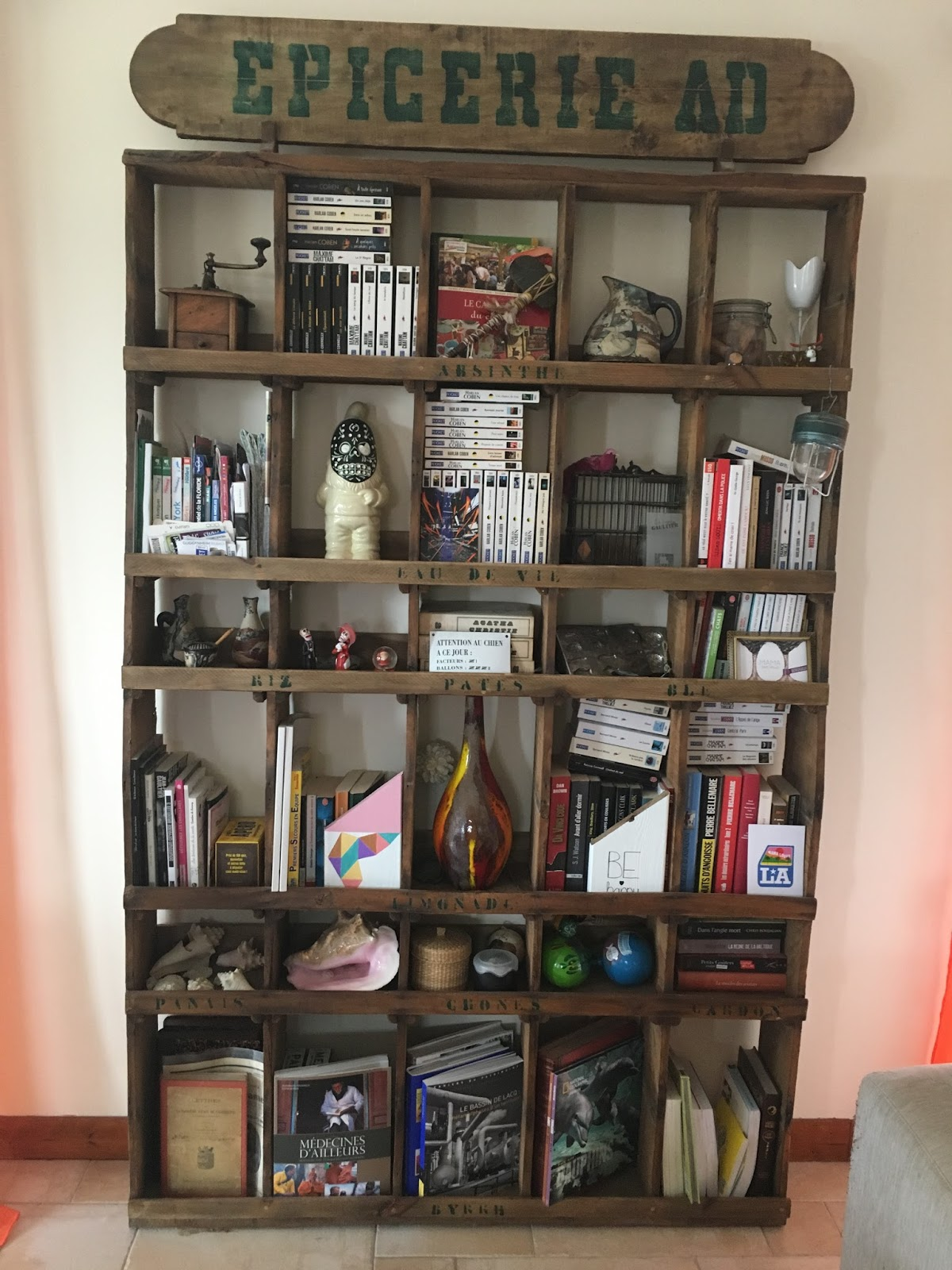 Un meuble d 39 picerie en guise de biblioth que - Meuble epicerie ...