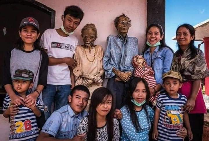 Manene Death Ritual, Hangout With the dead