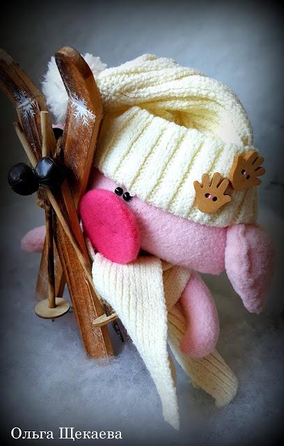 поросёнок, хрюшка, свинка, лыжи, лыжник. розовый, символгода