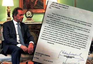 Por intermedio de sus abogados, Daniel Scioli presentó un escrito ante la fiscalía que investiga al ex gobernador luego de una denuncia presentada por la diputada Elisa Carrió para que se investigue el presunto lavado de dinero y posible fraude a la administración pública.