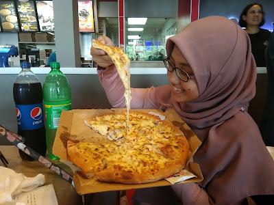 domino's piza, piza tarik, piza sedap