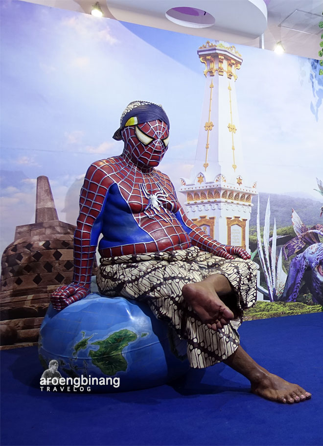 mbah spiderman de arca statue art museum yogyakarta