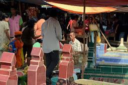 Seramm!! di Indonesia ternyata ada pasar POCONG