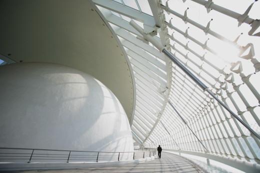 El anillo perimetral 'Carl Sagan' del Hemisfèric se ha convertido en uno de los espacios favoritos de los visitantes de la Ciutat de les Arts i les Ciències.