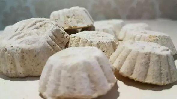 Nikmati kelezatannya dengan membuat kue satu di rumah anda.