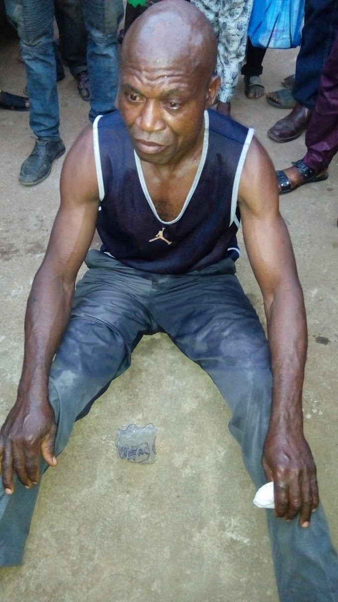 Video: A man was caught when packing a sand of someone foot step at Iyana Iyesi Otta, Ogun state